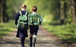 H είσοδος του παιδιού στη σχολική ζωή σημαίνει και είσοδος των γονιών σε μια άλλη ζωή.