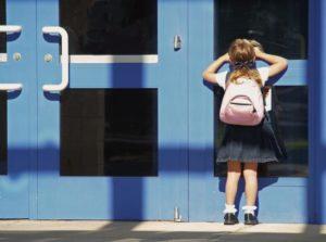 Στο σχολείο το παιδί μαθαίνει να υπάρχει και να λειτουργεί ως μονάδα εκτός οικογένειας.
