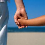 Ο ρόλος του γονιού δεν είναι να καθορίζει τον ρυθμό των αναγκών του παιδιού του, πρέπει να το βοηθά να γίνει αυτόνομο.