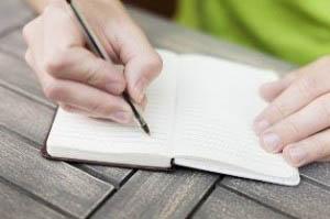 Το γράψιμο με στυλό εντυπώνει καλύτερα τη γνώση στο νου.