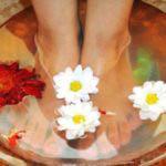 Οι γυναίκες της Κίνας απολαμβάνουν να χαλαρώνουν με το να βυθίζουν τα πόδια τους σε ζεστό νερό, προτού αποσυρθούν για τον βραδινό τους ύπνο.
