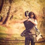 Στις βραχυχρόνιες σχέσεις, το πάθος παίζει ουσιωδέστερο ρόλο, ενώ η εγγύτητα με την αμοιβαιότητα μετριότερο.
