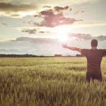 Το να βιώνουμε αντίξοες καταστάσεις όχι μόνο μας εξοπλίζει με τη δυνατότητα ν' αντιμετωπίζουμε αρνητικά γεγονότα αλλά και μας βοηθά να εκτιμήσουμε τα θετικά, αυξάνοντας τελικά την αίσθηση της ικανοποίησης από τη ζωή.