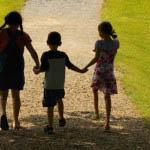 Το παιχνίδι λειτουργεί ως προστατευτικός παράγοντας, που µειώνει την επίπτωση δύσκολων καταστάσεων για το παιδί.