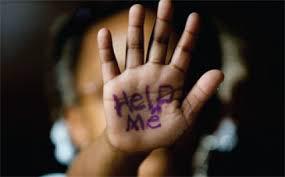 Στη συντριπτική πλειοψηφία των περιπτώσεων, τα θύματα γνωρίζουν τους θύτες τους.