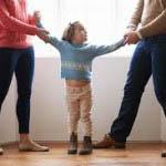 Το διαζύγιο, θέτει επιτακτικά την ανάγκη λήψης αποφάσεων σχετικά με τις υποχρεώσεις και τα δικαιώματα των γονέων απέναντι στα παιδιά