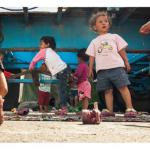Παιδιά πρόσφυγες στο λιμάνι του Πειραιά, Ελλάδα Φωτογραφία: Jeff Malo Multimédia