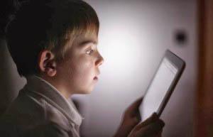 η χρήση των ηλεκτρονικών μέσων από παιδιά προσχολικής ηλικίας δεν είναι από μόνη της ανησυχητική, αρκεί να γίνεται με την καθοδήγηση, την οριοθέτηση και την επίβλεψη του γονέα.