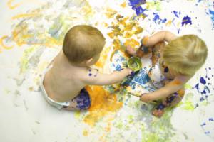 Όσο σημαντικό είναι να εξασφαλίσουμε τον κατάλληλο χώρο για να υποστηρίξουμε το παιχνίδι των παιδιών, εξίσου σημαντικό είναι να τους παρέχουμε τα κατάλληλα υλικά.
