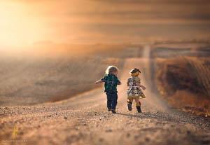 Με το παιχνίδι το παιδί µαθαίνει να εργάζεται και να αγαπά, αλλά και να δοµεί την αυτοεκτίµησή του.