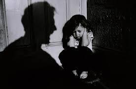 H ενημέρωση και η εκπαίδευση των γονέων θα μπορούσε να περιορίσει την εκδήλωση κακοποιητικών εμπειριών